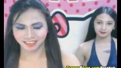 Asian Shemale Enjoy Sucking Her Partner Cock
