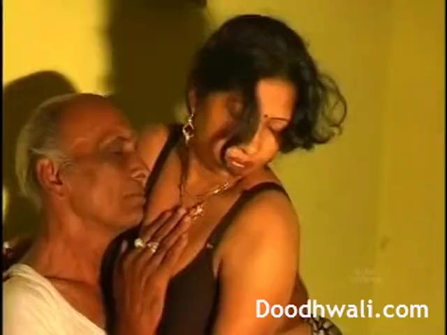 Preview 2 of Next Door Desi Bhabhi Fucked By Father In Law Leaked Online
