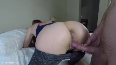 Fit college girl in yoga pants gets her creamy wet pussy fucked