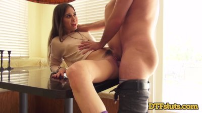 Porn Star Riley Reid Fucks Big Cock Squirting Backstage Before Her Scene