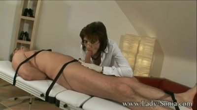 UK MILF makes visitor soot 2 loads