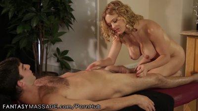 krissy lynn liker henne massasje dypt og hardt!