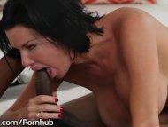 Hot MILF Veronica Avluv's Ass Says YES 2 Isiah Maxwell's BBC