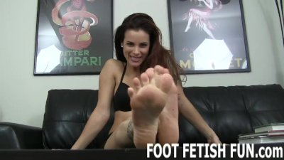 Feet Worshiping Videos For Foot Fetish Freaks
