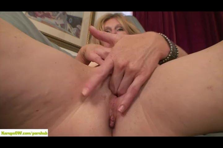 Blonde/holly jones pussy masturbates mature