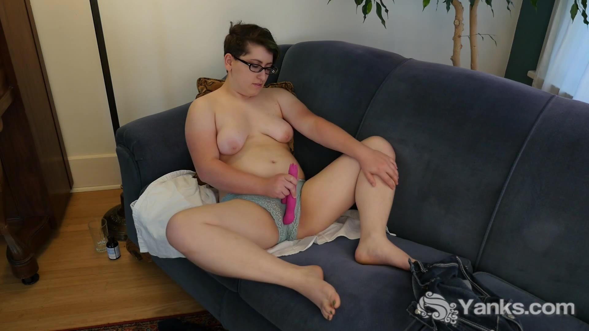 Shaved pussy/haired toying her short pussy