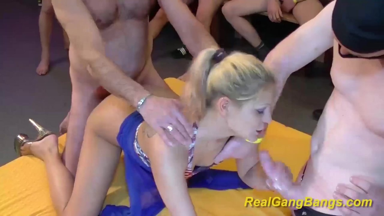 Pussy pissing on pussy