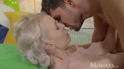 MOM Gorgeous thin blonde MILF loves energetic fucking