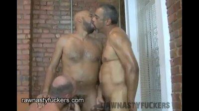 brunette lesbian porn pics