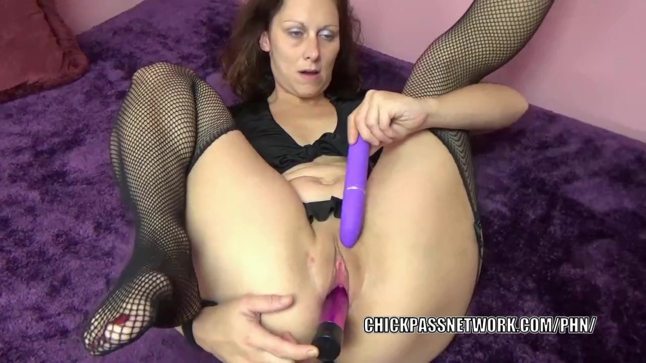 Horny MILF Trisha Delight fucks her twat with two toys
