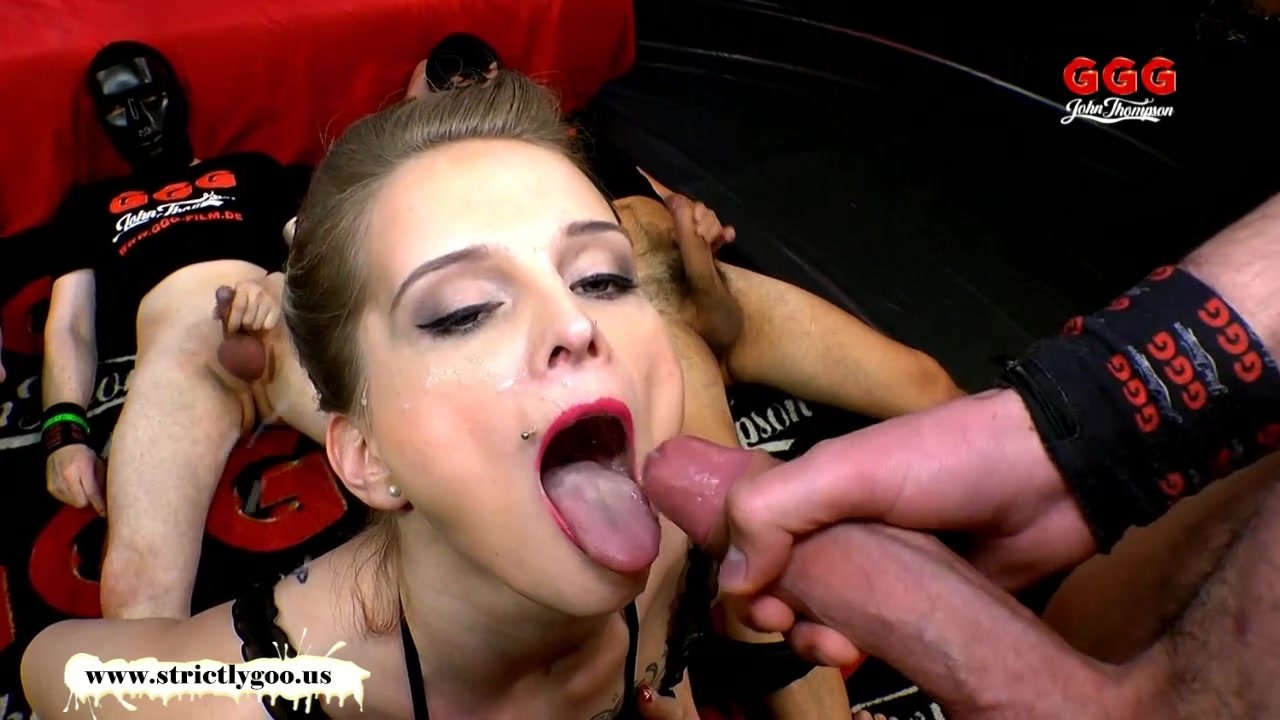 Mia Bitch is back for more Cum - German Goo Girls