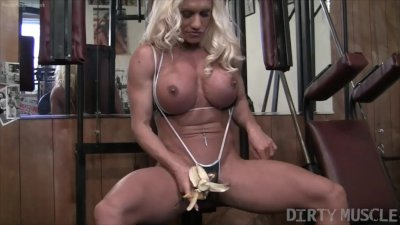 Naked Female Bodybuilder Ashlee Chambers Fucks Crushes Banana