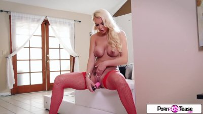 Kenzie Taylor cum really hard and suck all the cum off her fingers