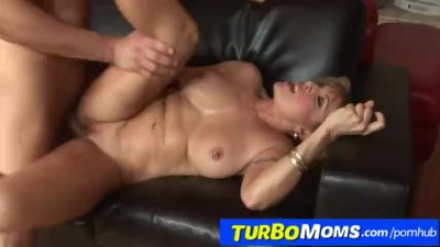 A boy is fucking a blonde dirty cougar feat. Luna Azul