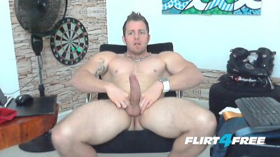 Beefy Stud Tiago Mendes Loves Jerking His Big Thick Cock