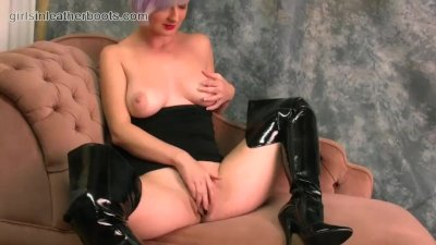 : Babe with big natural tits fingers big pussy flaps in slutty leathe...