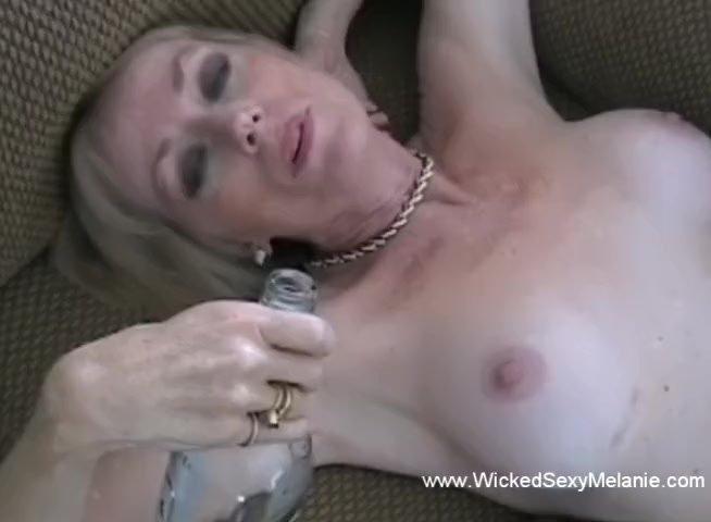 Wickedsexymelanie/granny/with phone granny sex