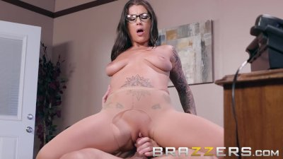 Brazzers - Inked babe Felicity Feline Gets pounded on her bosses desk