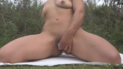 Delicioso placer en el campo ♥♥!!!vagina apretadita
