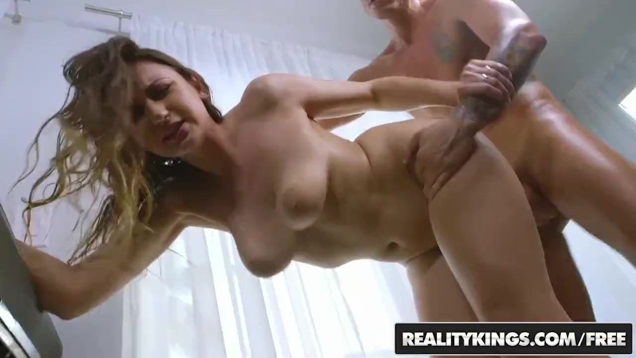 Big Naturals - Ivy Rose shows off her big Boobs