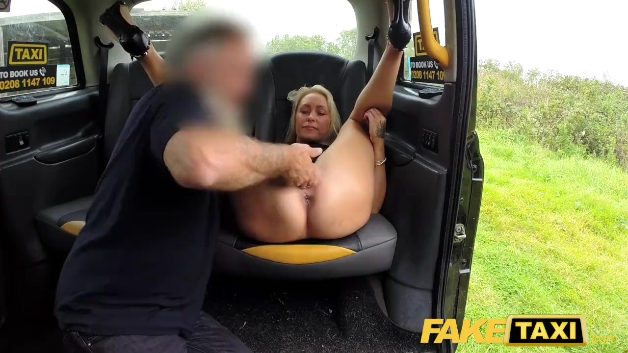 Sweet redhead fucked by the taxi driver