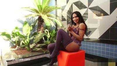 Busty Carla Enjoys a Butt