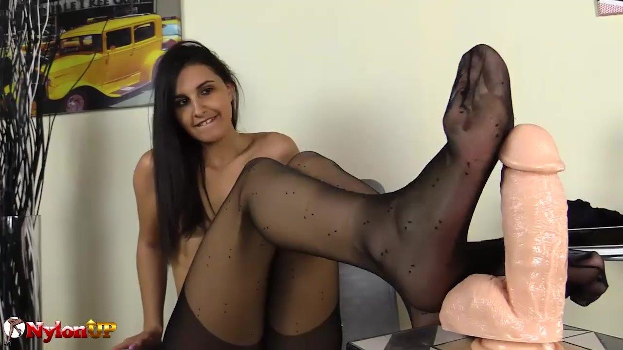 Pantyhose/pantyhose feet footjob brunette long