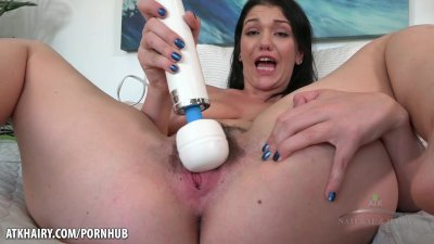 April Dawn cumming from the hitachi wand