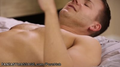 Huge Tits Stepmom Sees Son's Bone and Offers a Massage!