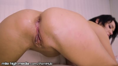 Mmmmm That Creampie Drips Out of Russian MILF Ass!