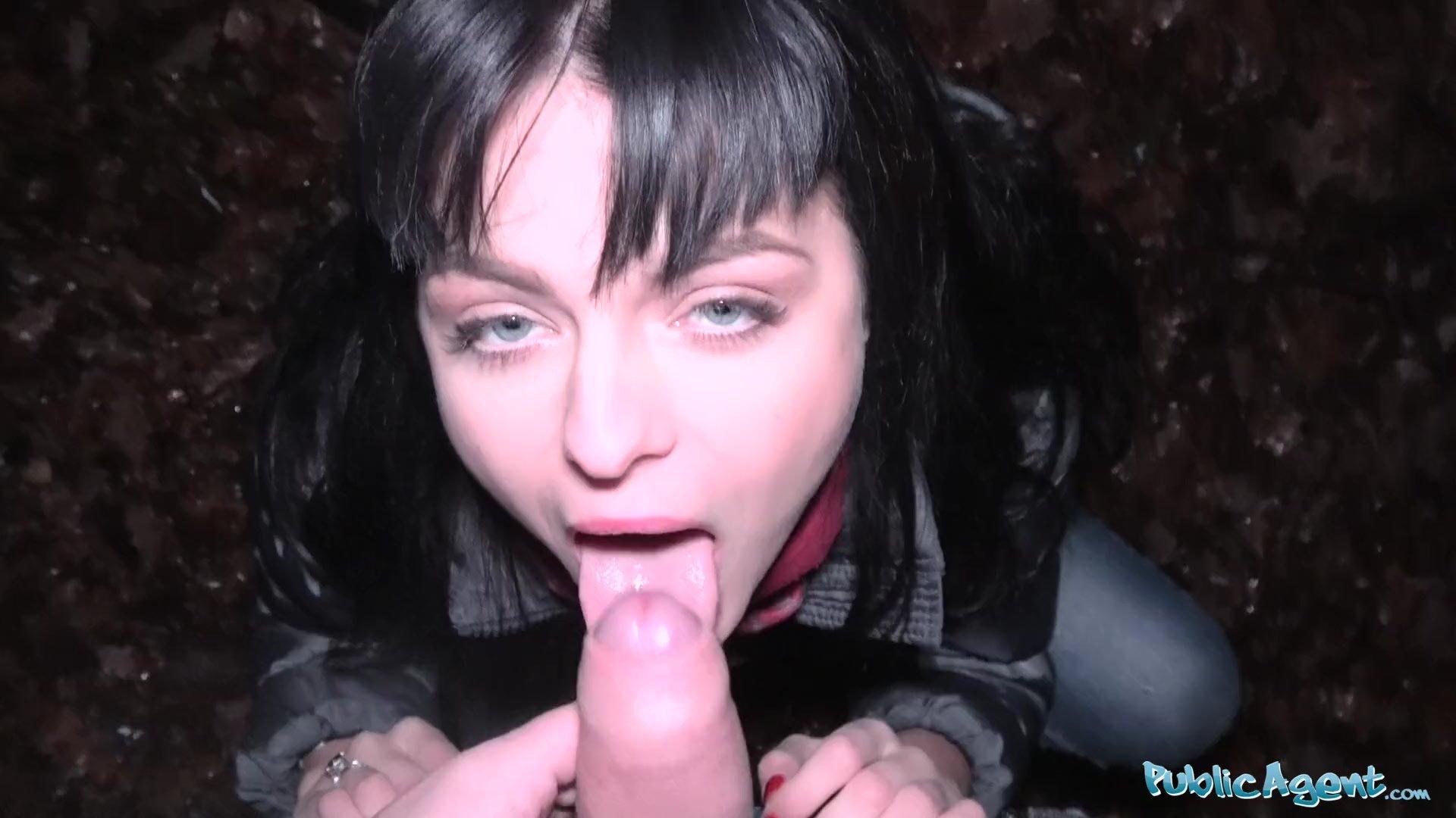 Natural tits/pussy fucking/big fuck agent public street