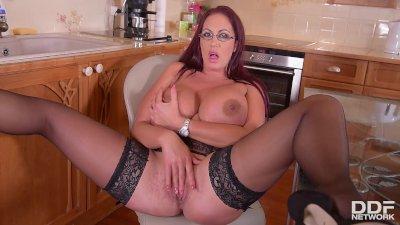 BABES - Nina James, Tiffany Thompson - lesbian pussy licking
