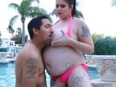 Sexy Plumper Babe Mischievous Kitty Gets Fucked In The Pool