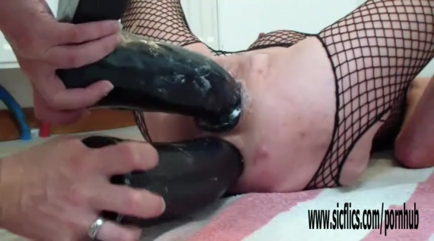 Double dildo fucking both her ruined holes