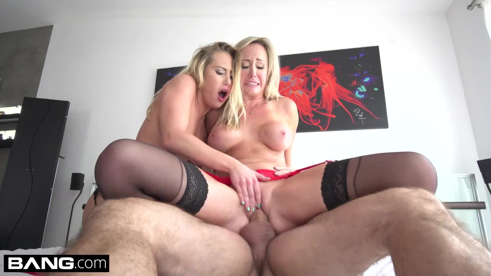Brett Rossi & Carter Cruise fuck in RAW threesome sex tape