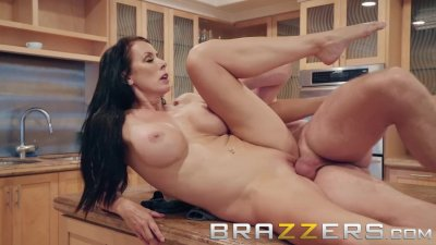 Brazzers - Naughty Milf Reagan Foxx gets fucked in the Kitchen