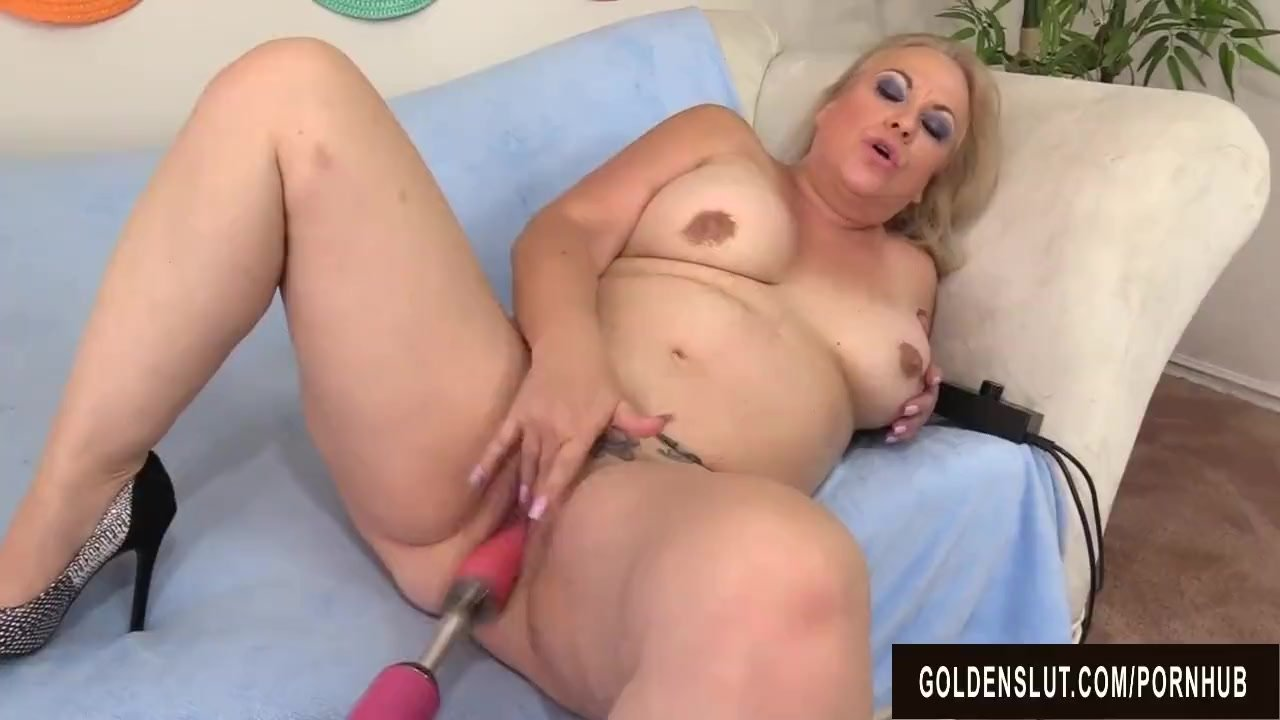 Horny Mature Woman Summer Satisfies Her Cravings With A Fucking Machine
