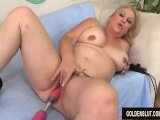 horny mature woman summer satisfies her cravings with a fucking machinePorn Videos