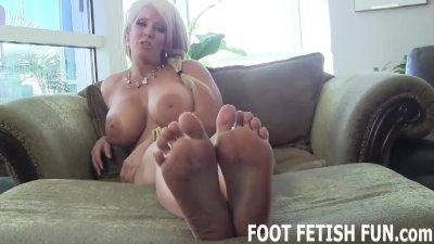 Foot Fetish and Foot Worshiping Tube Videos