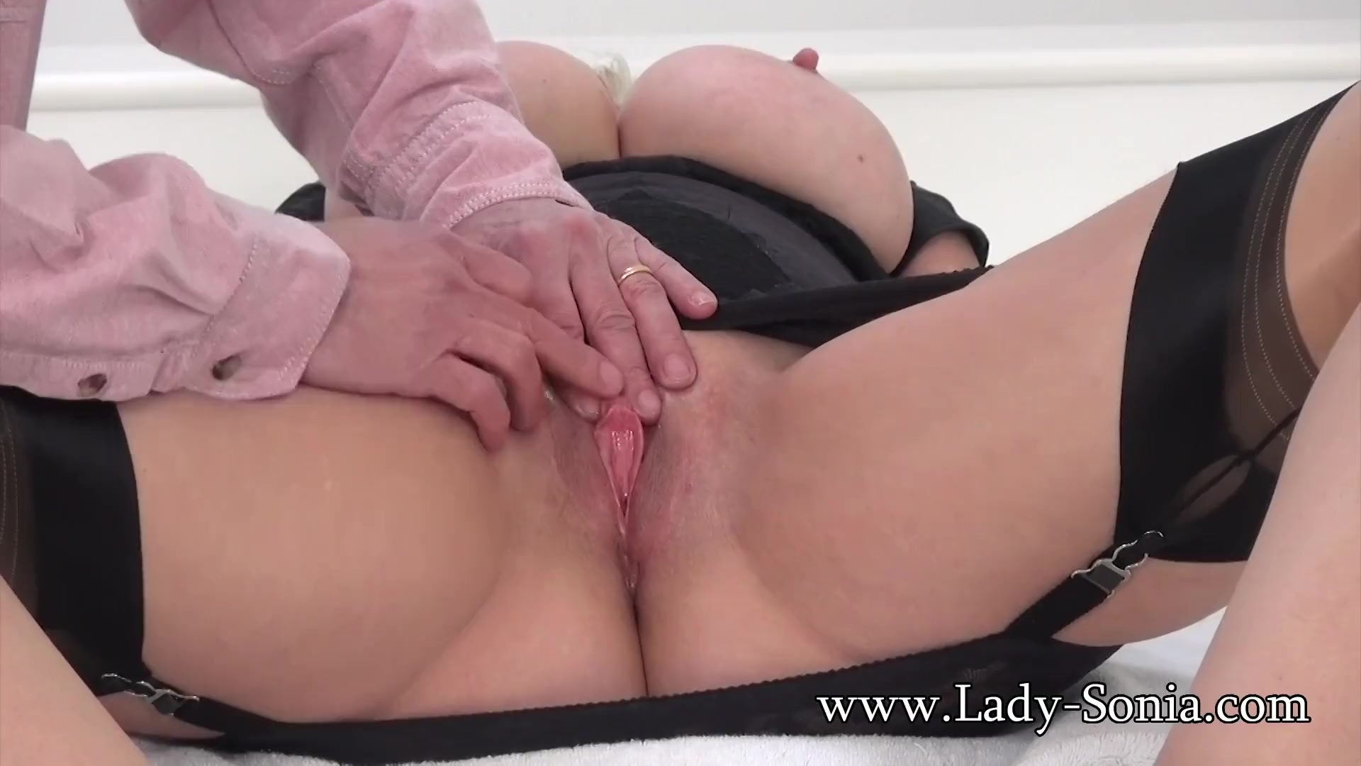 Mature Lady Sonia Gets Her Pussy Fingered Up Close