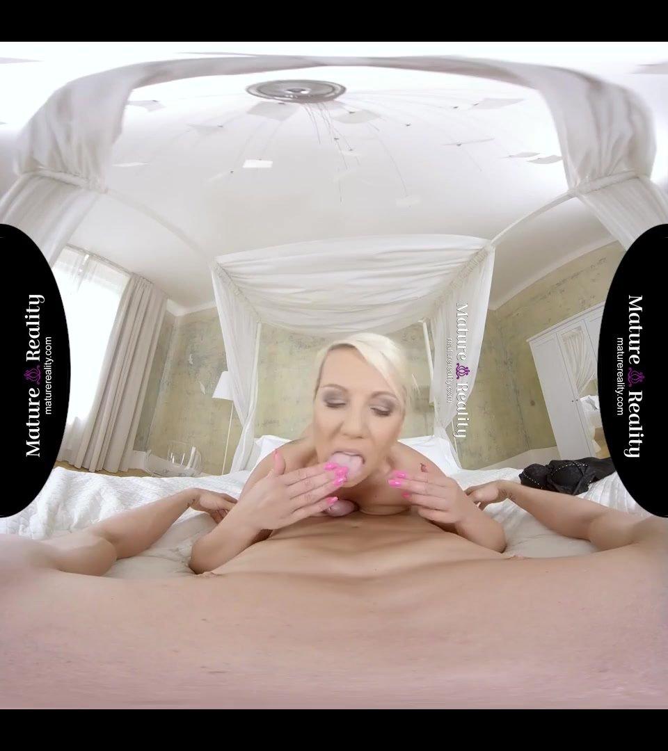 Virtual Reality - Stepmom takes a Big One