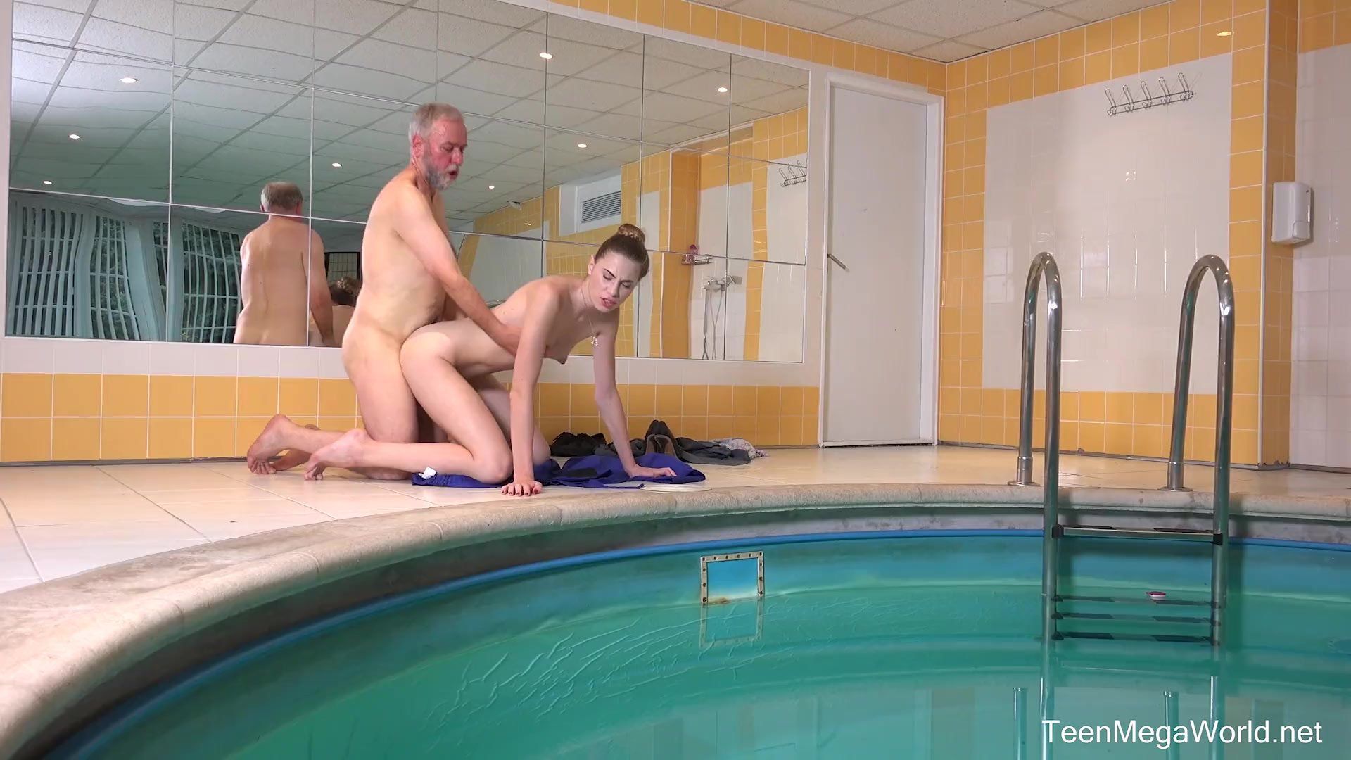 Pool/doggy style/ilona c old n young com babe