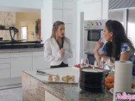 Twistys - Jelena Jensen , Kimmy Granger - Stepmom eats out young teen