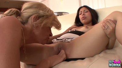lesbica porno con un Plot nudo anziani lesbiche