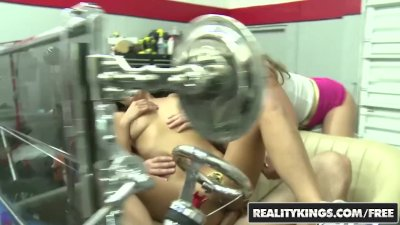 Reality Kings - Gigi Loren fucks for cash in the carshop