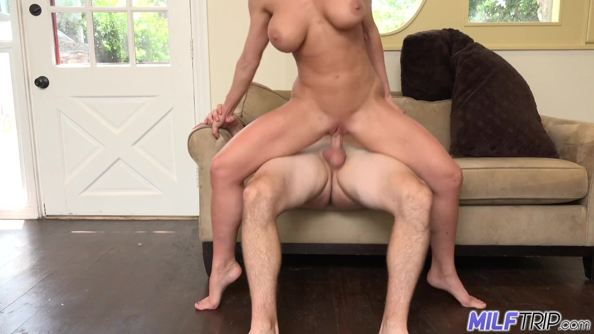 Mother/butt/the loves milf absolutely