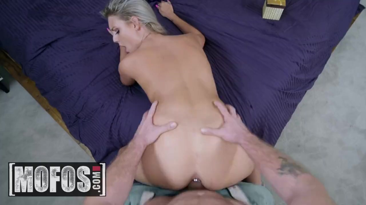 Teenager/young/butt shows new mofos plug