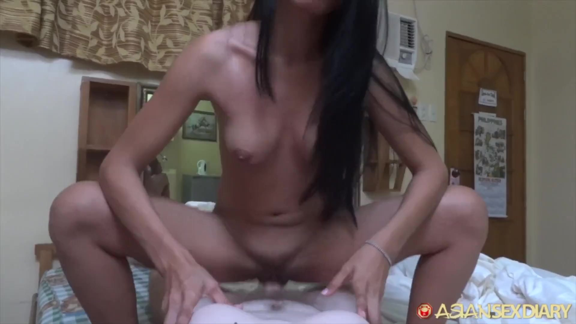 Asian Sex Diary - Asian with great body gets fucked by white tourist