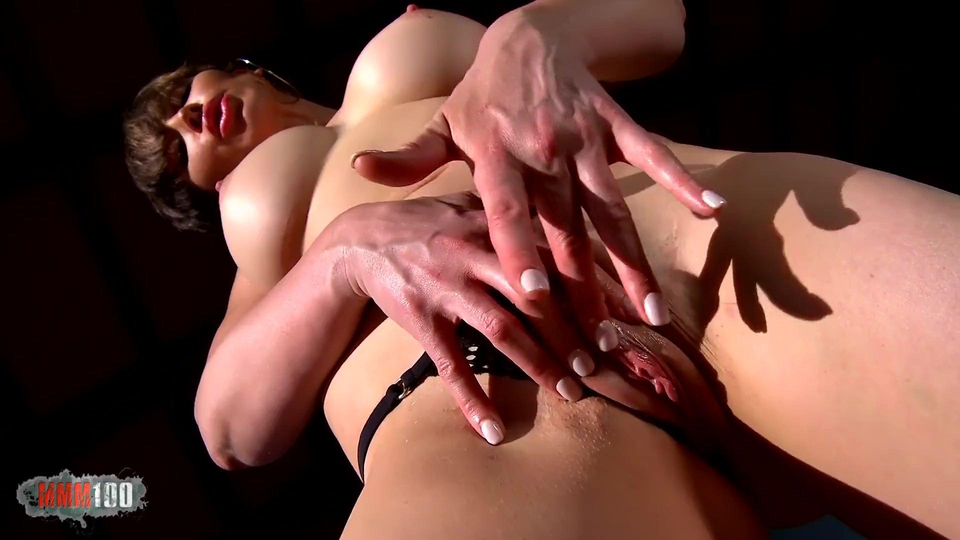 Mmm100/australian milf/sofa removing the scott tits