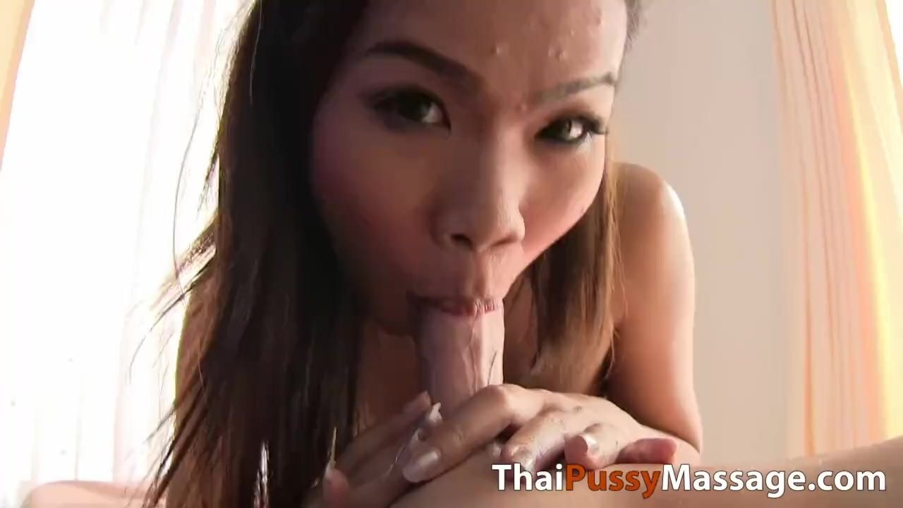 Massage happy ending with Thai girl